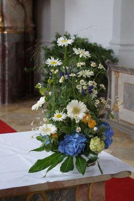 wiesiges Altargesteck