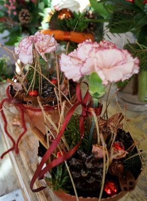 Gesteck mit Frischblume