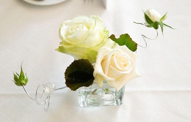 Weiß-Creme Rosen im Glas