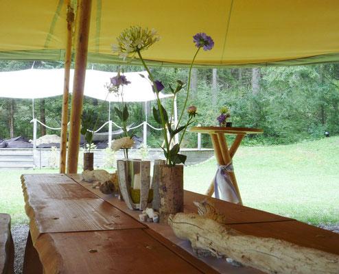 Tischdeko mit Holzvasen