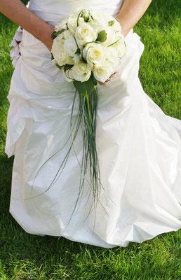 Brautstrauß mit Griff aus Bärgras