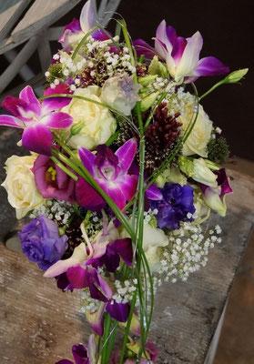 Brautstrauß abfließen mit Orchideen