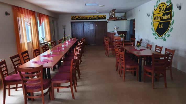 Hauptraum mit Bar und Schiebetür zum Raum 2 (mittig hinten)