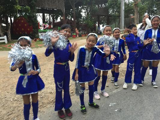 Thailändische Cheerleaders