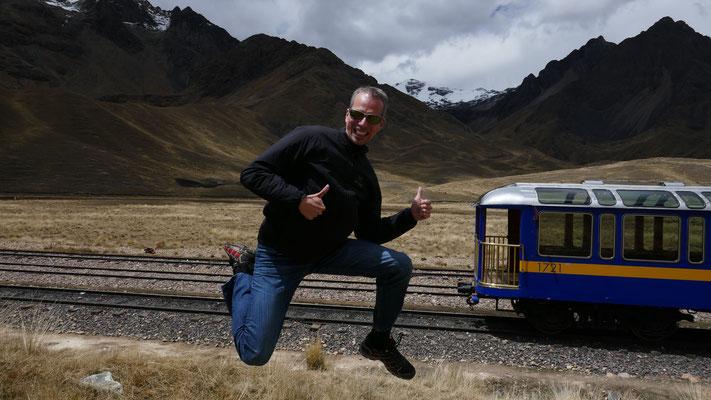 Jump auf der 10stündigen Zuglinie von Cusco nach Puno, Peru, 2016