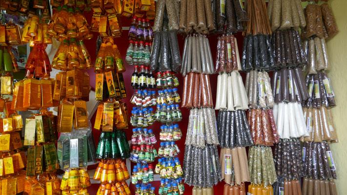 Auf dem täglichen Markt gibts alles für die Küche: Kräuter...