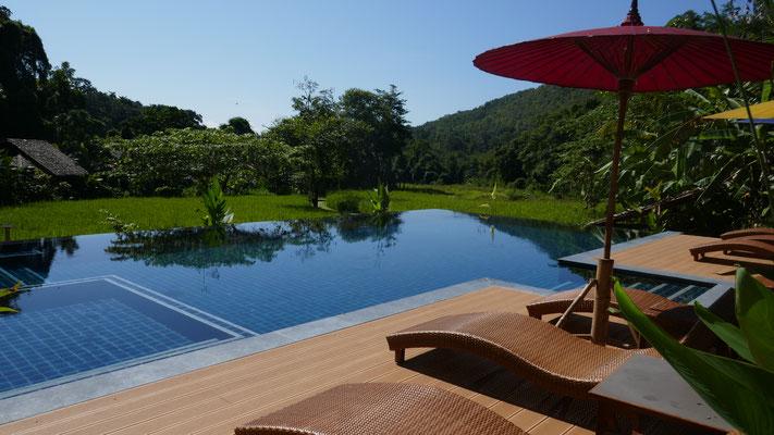 Unverhofter Pool in der Hotelanlage in Mae Hong Song