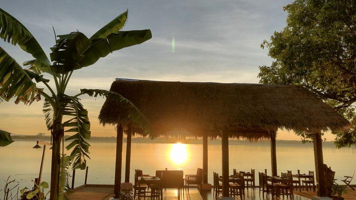 Sunrise vor unserem Hotel am Mekong
