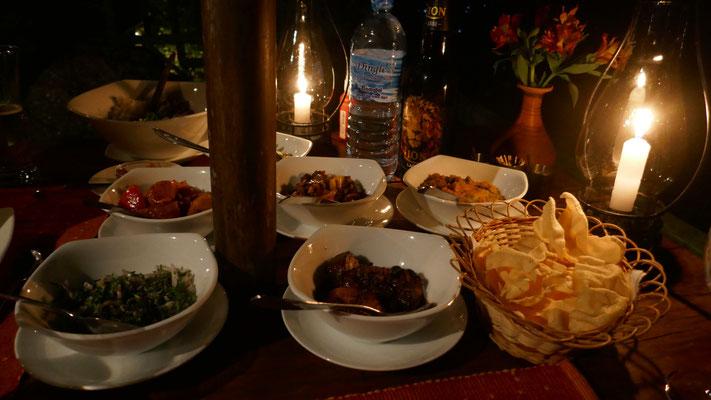 ... und heraus kommt ein super feines Sri Lanka Curry