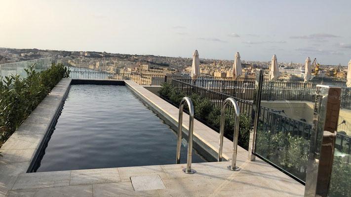 Pool auf der Hotel Terrasse