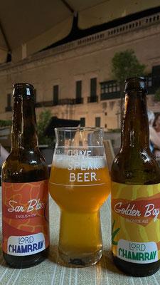 mhm, erste Degustation es lokalen Bieres Lord Champbray