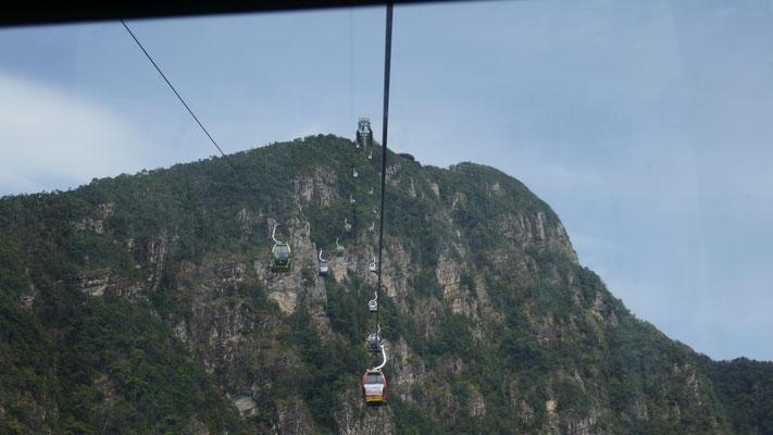 Unterwegs mit der Seilbahn auf den Mount Mat Cincang