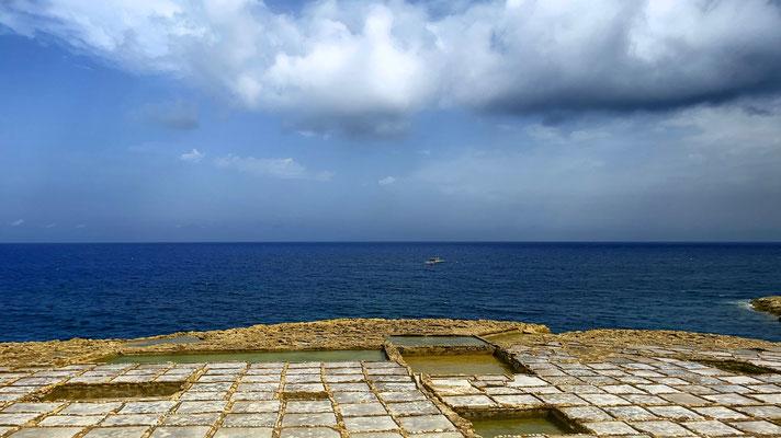 Salzgewinnungsanlage auf der Nachbarsinsel Gozo