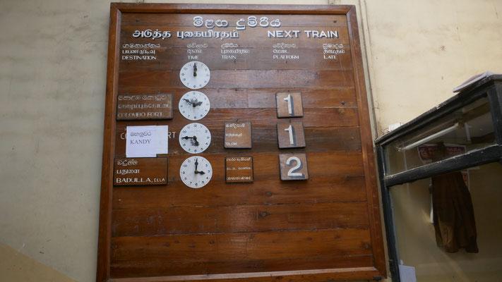 Los gehts mit dem Zug 2.5h von Nanu Oya nach Ella durch die Berge
