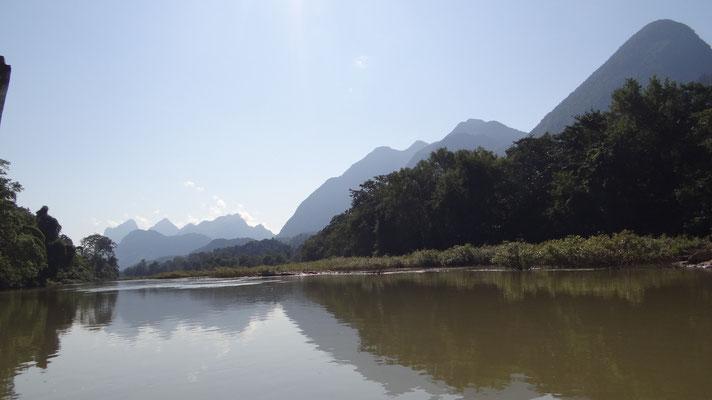 """Am Fluss """"Nam Ou"""" entlang"""