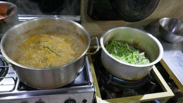 Es wird fleissig gekocht, mit frischen Marktzutaten...