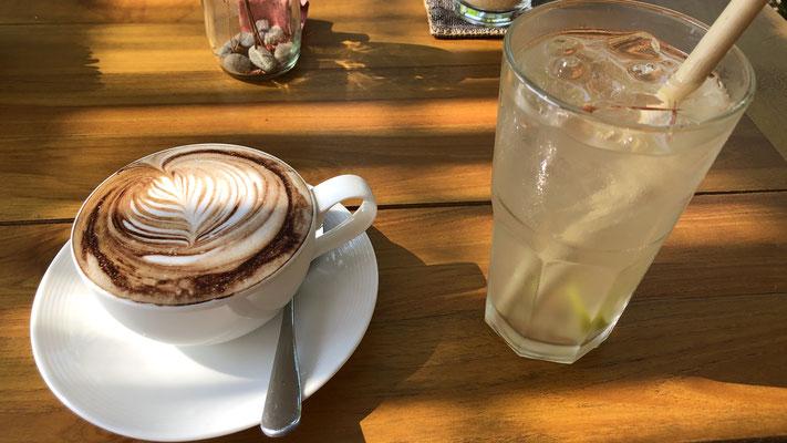 Kafi-Pause im Tee-, Papier- und Weberdörfli 2km neben unserem Hotel