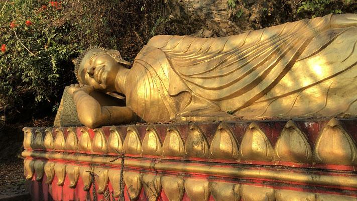 Buddha Statue unterhalb des Phousi Hills