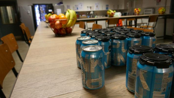 Sogar in der Kantine gibts gratis Bier