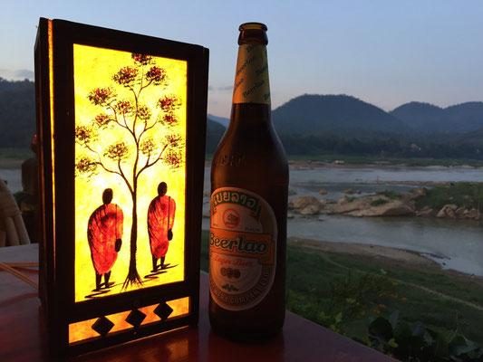 Ein Beerlao zum Sonnenuntergang muss sein.