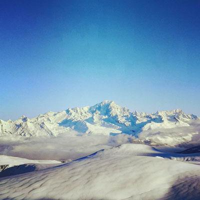 instagram, ski dans les alpes, une belle neige et un ciel magnifique