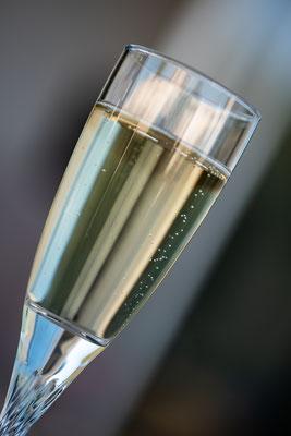 Ne pas oublier que la bouteille c'est la marque... le produit c'est le champagne