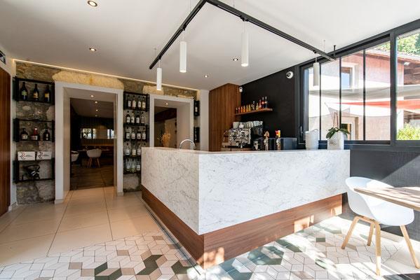 bar rénové par un architecte