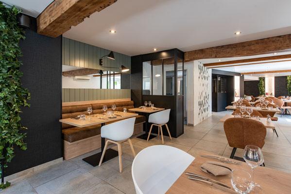 salle de restaurant rénovée avec goût