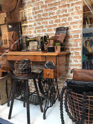 Retailstyling: Styling etalage Schrandt tassen en koffers Utrecht