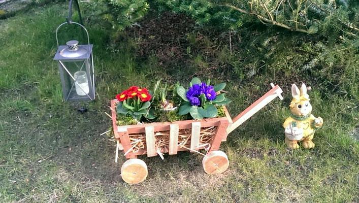 Auch hier ist der mittlere Dekobollerwagen mit Stroh gefüllt - Kundenbild aus Lauenburg