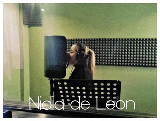 Nidia de Leon grabando su nuevo disco Acelera mi corazon