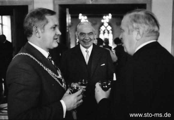 Oberbürgermeister Beckel mit Herren Holtmann und Wolters von der Gemania-Brauerei