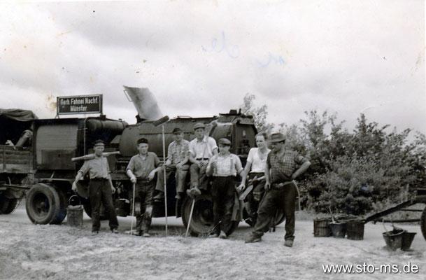 Arbeiterkolonne Teerbau um 1965