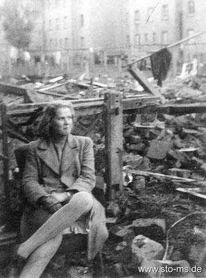 Nach der Bombardierung: Anita Lahme geb. 4.8.1927