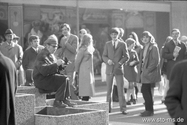 Straßenszene vor Karstadt? Ende 1960er Jahre