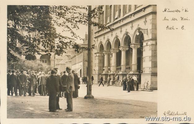 Auf dem Domplatz vor der alten Universitöt 1930er Jahre