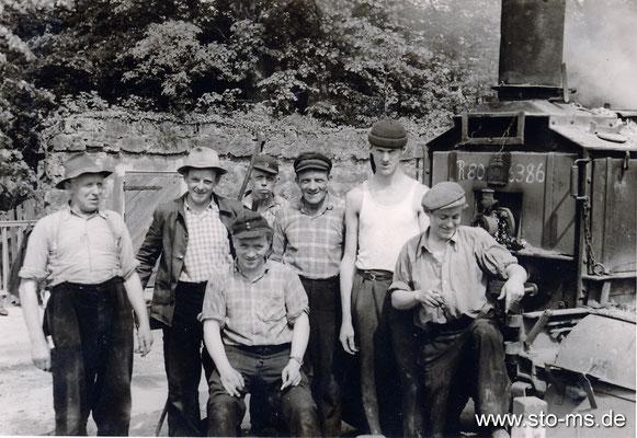Arbeiterkolonne um 1965