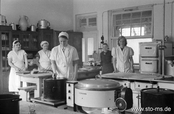 Köchinnen um 1940