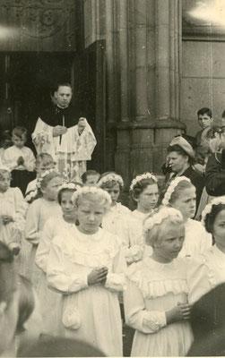 1. Hl. Kommunion St. Josef an der Hammer Straße mit Kaplan Sonnenschein