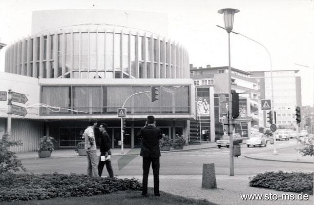 Am Stadttheater Ender 1960er Jahre