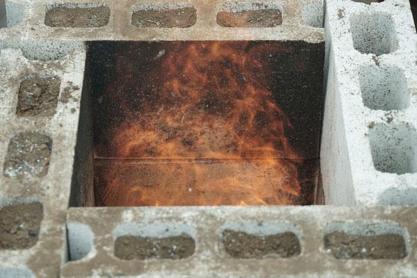 まずは非常に簡単な炉をモデルに火の原理を説明