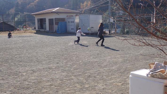 会場の篠原の里は藤野のもと小学校をリノベーションした体験施設です。