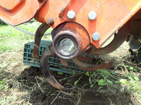動作の確認。実際に土を耕すところまでOKです!