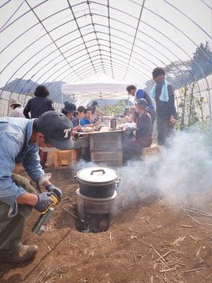 すっかり定番になった石焼き芋。卒業生で就農した人の無農薬栽培のサツマイモです。