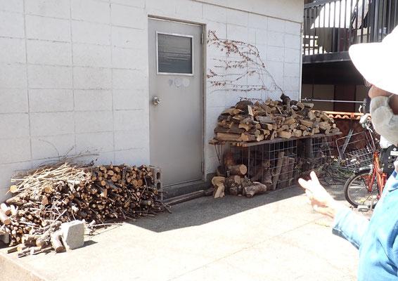 蒔き置き場も新しくできていました。これまでは枝ゴミだったものが、こうすることで「使いたい」という人たちが増えてきたのだそう。