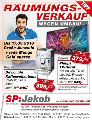 Anzeige zum Räumungsverkauf von Elektrogeräten wie Fernseher und Kaffeevollautomaten.
