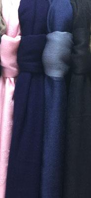 Einfach gewobene Kamelhaarschals  1 & 2 farbig (Blau- und Pinktöne)
