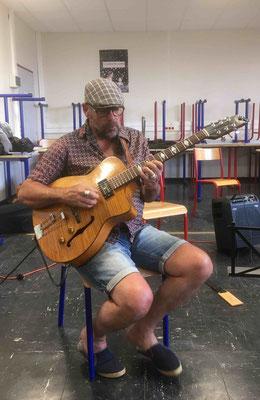Jean Yves, merveilleux guitariste