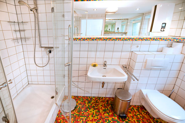 Bereich A, Bad mit Dusche und WC