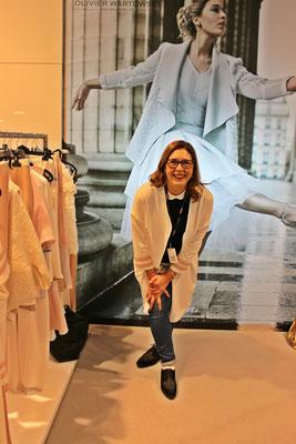 Der französische Designer Olivier Wartowski hat in seiner Kollektion ebenfalls eine schlichte klare Jacke.